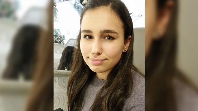 Milyoner iş adamının kızı uçakta öldü