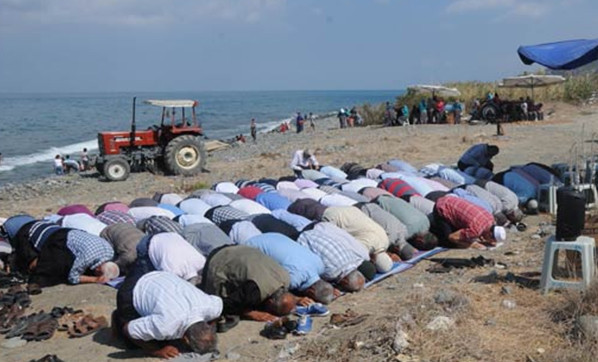 Köylüler yağmur duasına çıktı !