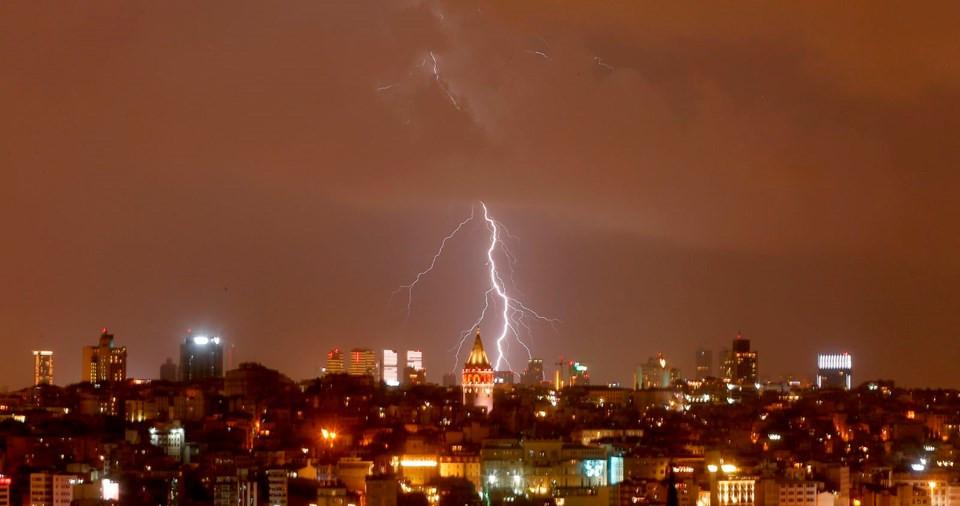 İstanbul'da gök gürültülü sağanak yağış etkili oldu