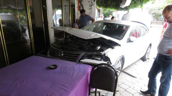 Hamile sürücü kahvehaneye daldı