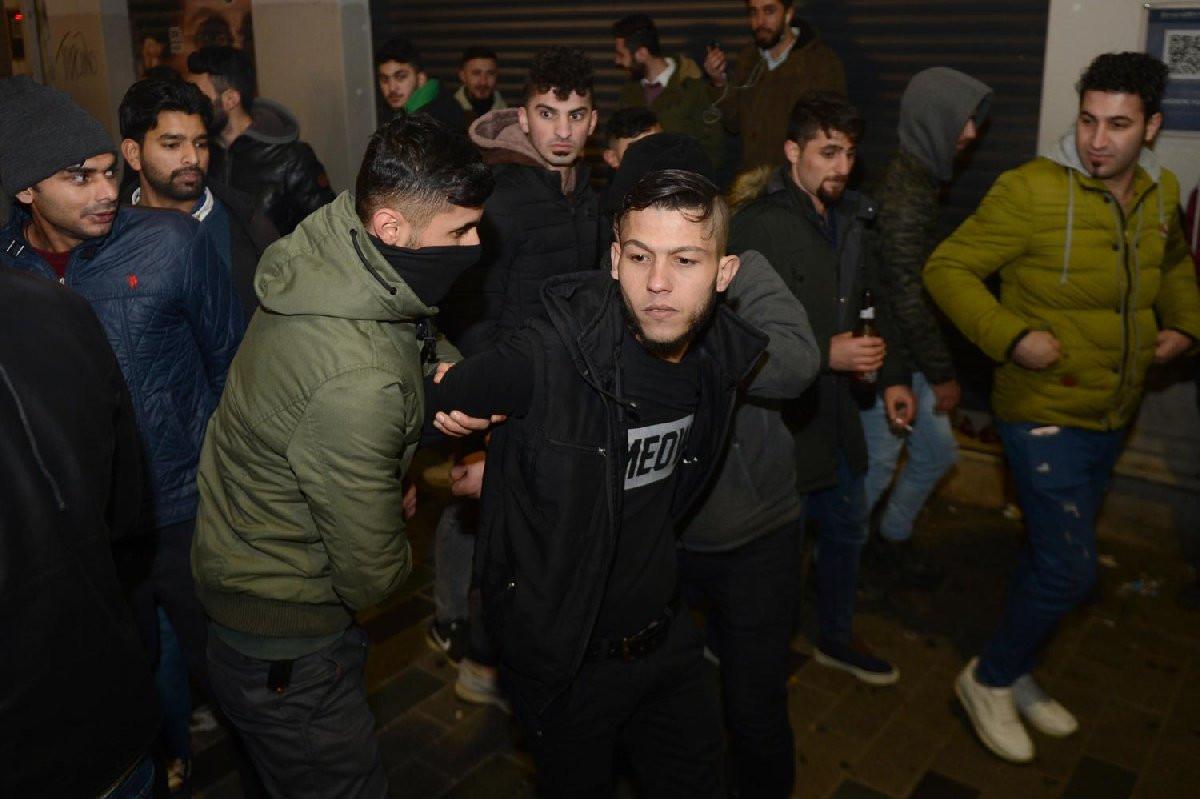 Suriyeliler Taksim'de yeni yılı böyle kutladı