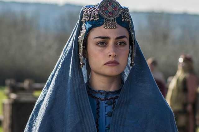 Ünlü oyuncu Esra Bilgiç Töre Türkiye'den ayrılıyor