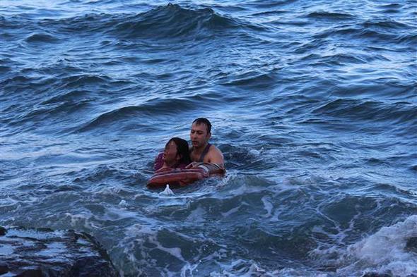 Denize düşen hemşireyi dalış timi komutanı kurtardı