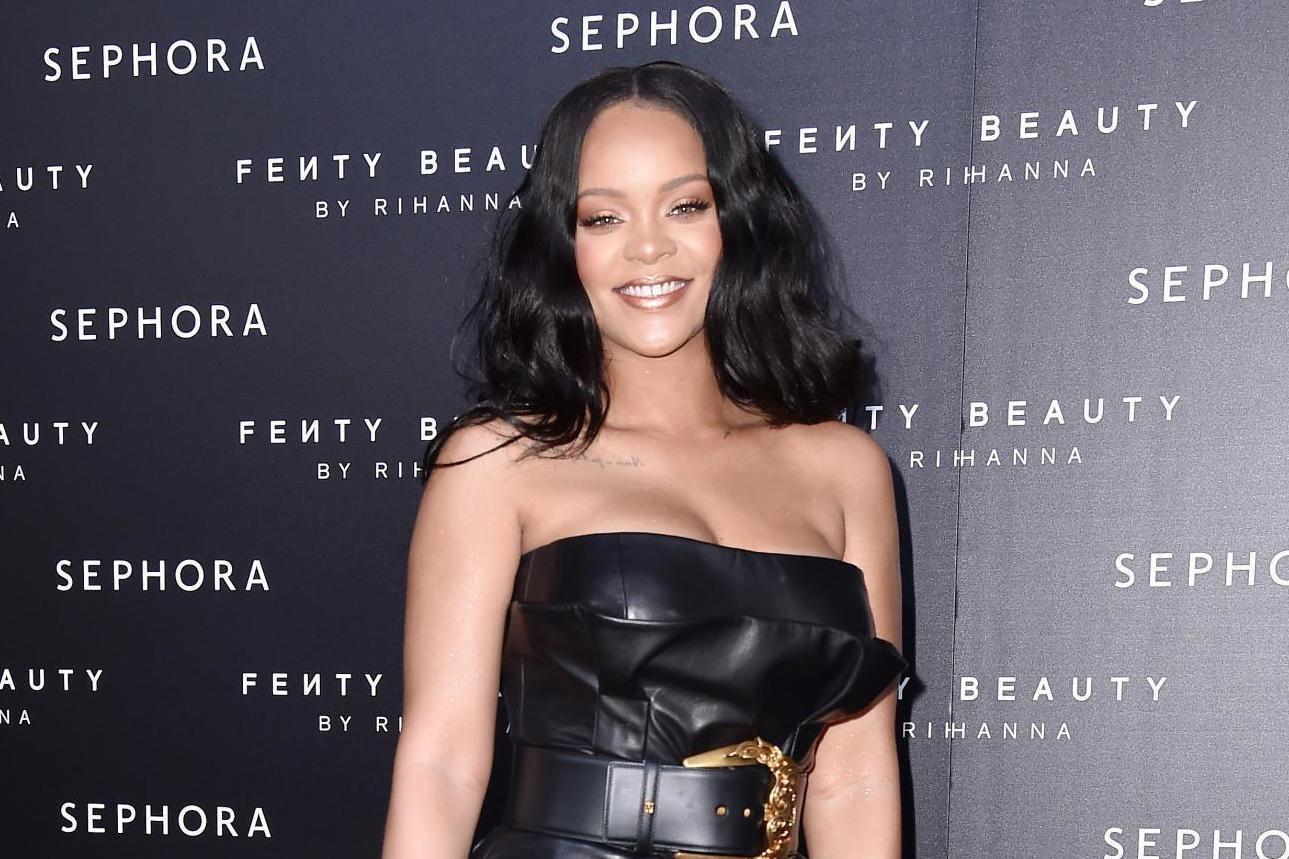 Rihanna babasını mahkemeye verdi