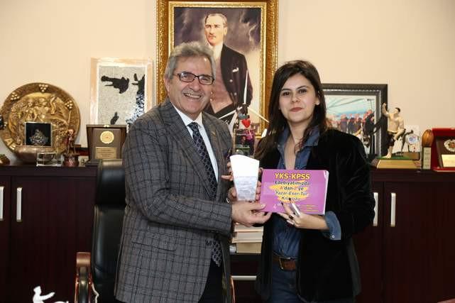 İlknur Kamalı'ya Yılın Yazarı Ödülü