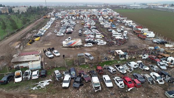Binlerce araç çürümeye terk edildi