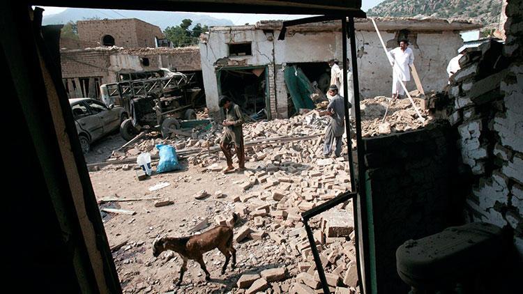 Askeri üsse bombalı saldırı: 12 ölü, 30 yaralı