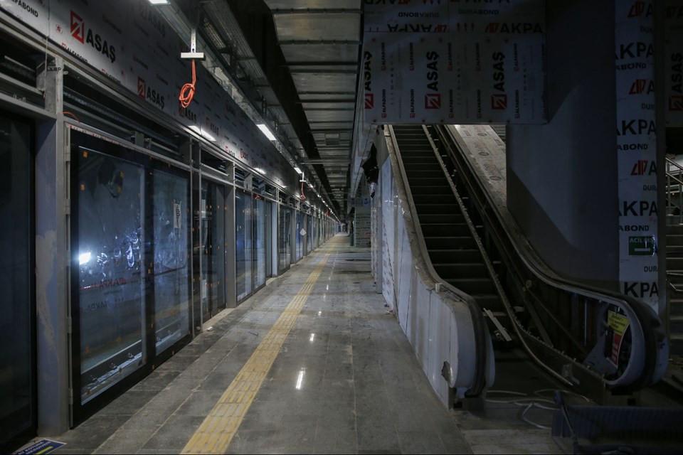 İstanbul'da Kabataş-Mahmutbey metro hattında ilk araç raya indi