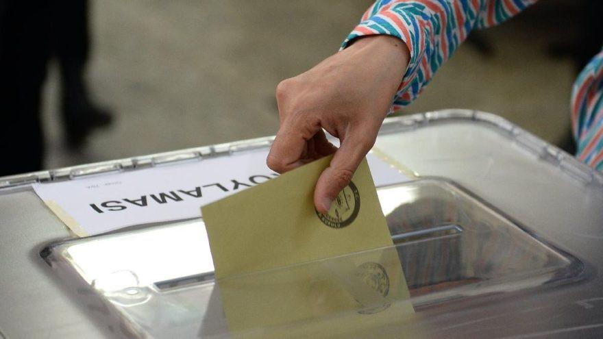 Son seçim anketi: ''AK Parti ilk kez geriden başlıyor''