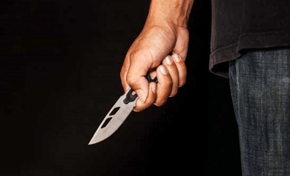 16 yaşındaki kız babasını sırtından bıçakladı ! Sebebi şoke etti