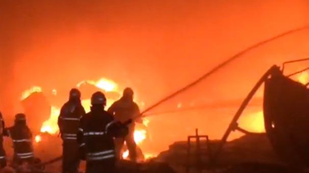 İzmir'de kağıt geri dönüşüm fabrikasında yangın