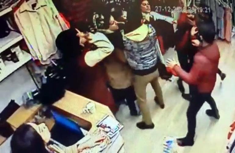 Sosyal medyada tartışma, mağazada tekmeli kavga!