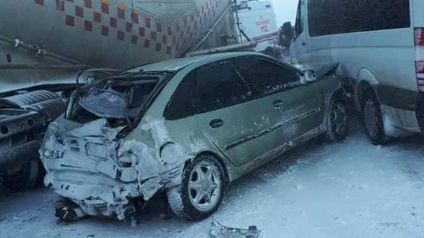 Erzurum'da 20 araç birbirine girdi; ölü ve yaralılar var