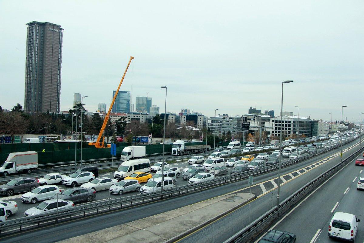 İstanbul'da çevreyolunu kilitleyen kaza