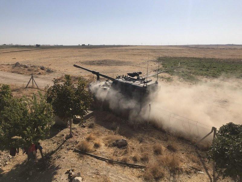 Barış Pınarı Harekatı'nda tanklar tozu dumana kattı