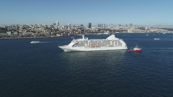 Dev kruvaziyer gemisi İstanbul'da demir attı