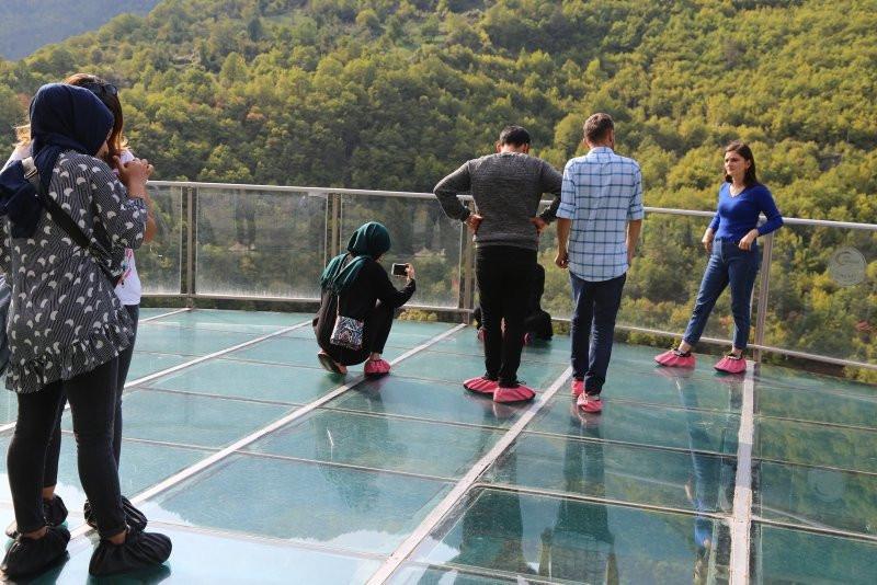 Türkiye'nin en yüksek cam seyir terasına ziyaretçi akını