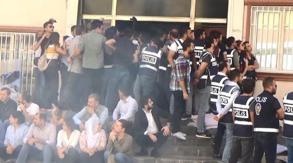 HDP'liler polise sıcak suyla saldırdı !