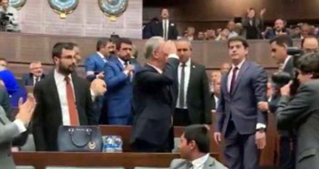AK Parti grup toplantısına Hulusi Akar'ın hareketi damga vurdu