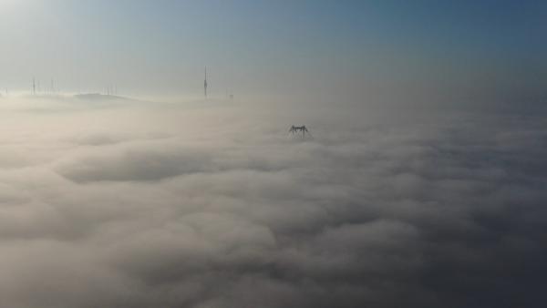 İstanbul Boğazı'nda büyüleyen sis manzarası