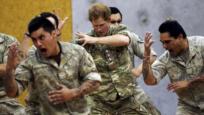 Erkek askerler de makyaj yapabilecek!