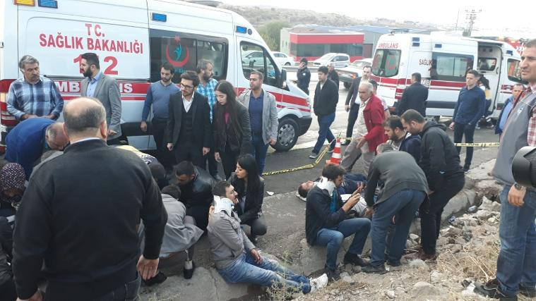 Kayseri'de işçi servisi takla attı: Çok sayıda yaralı var