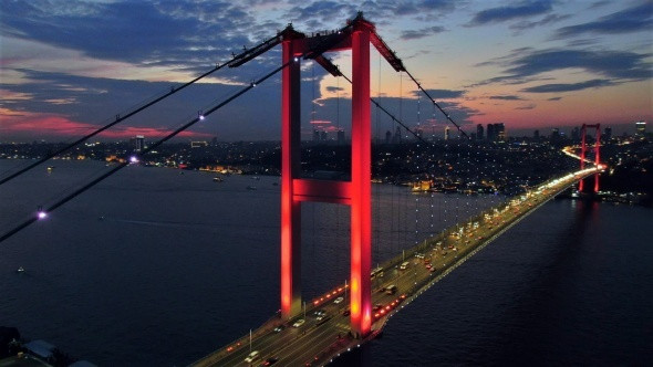 İstanbul semaları kızıla büründü