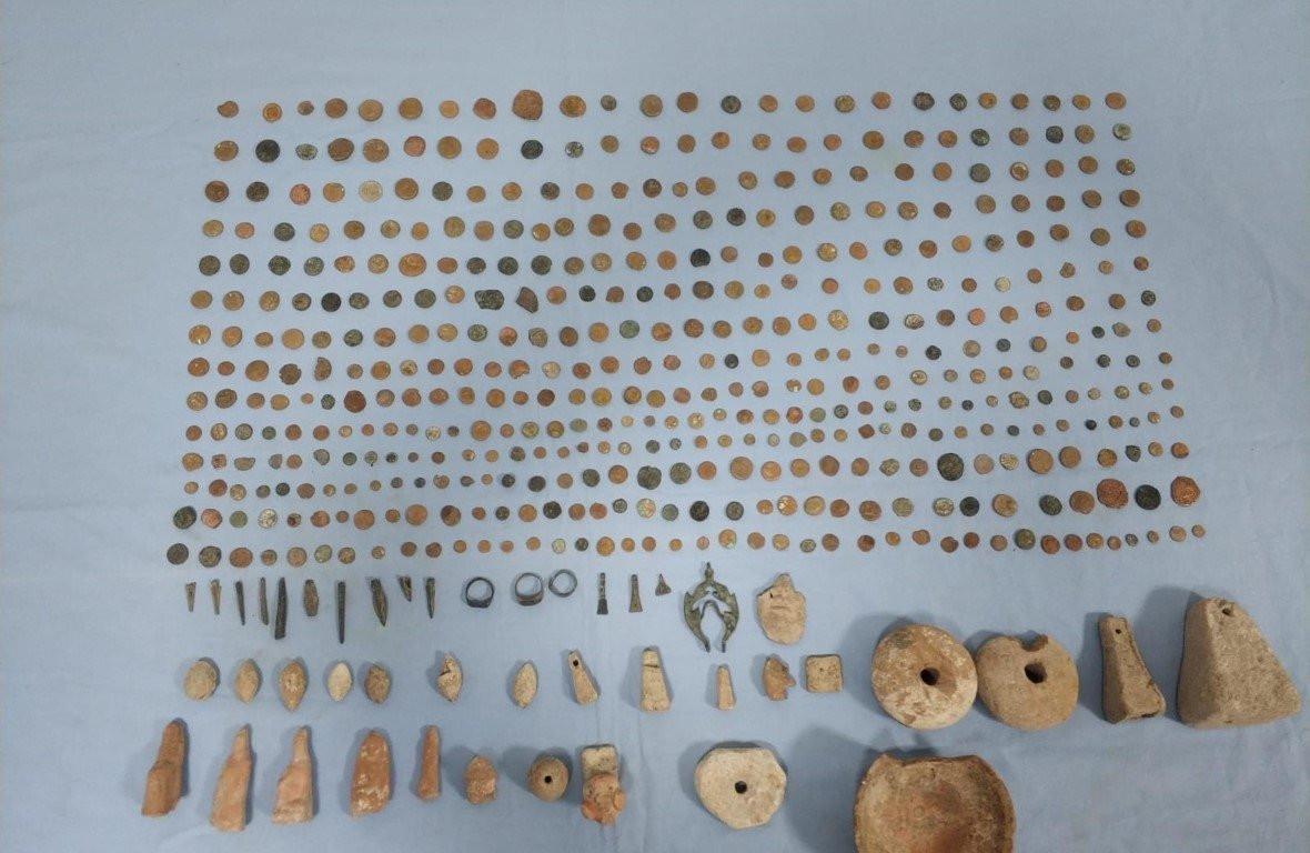 İzmir'de tarihi eser kaçakçılığı operasyonu! 496 tarihi eser...