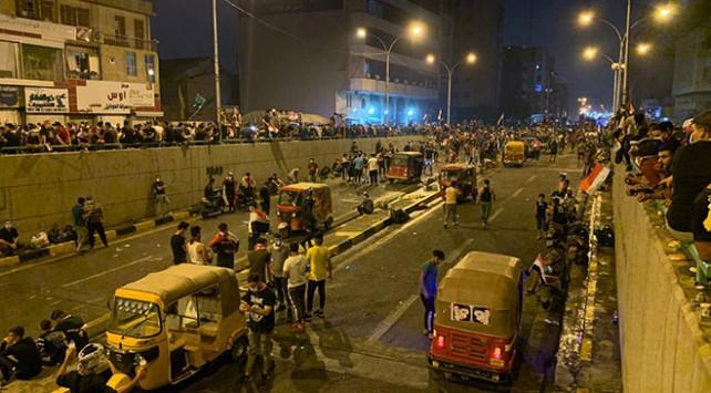 Komşu alev alev ! Polis göstericilere ateş açtı: 20 ölü, 800'den fazla yaralı