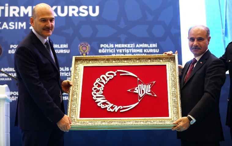 Atatürk'lü bayrağa izin yok, Bakan Soylu'ya var !