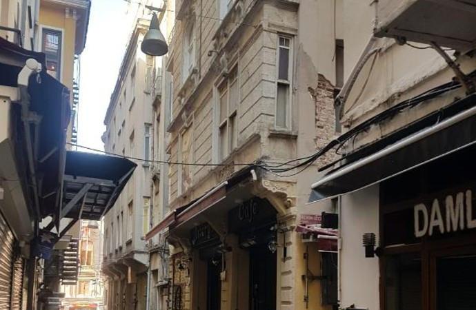 Beyoğlu'nda tahliye edilen bina yıkılacak
