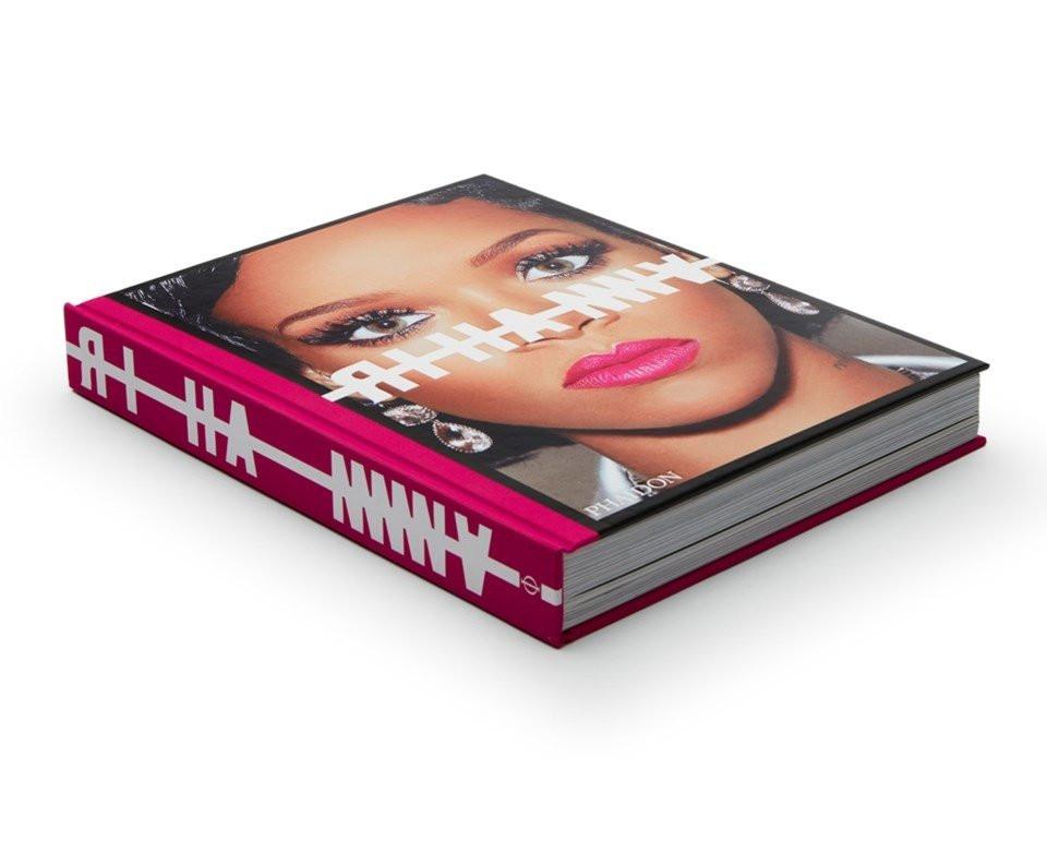 Rihanna'nın hayatı kitap oldu