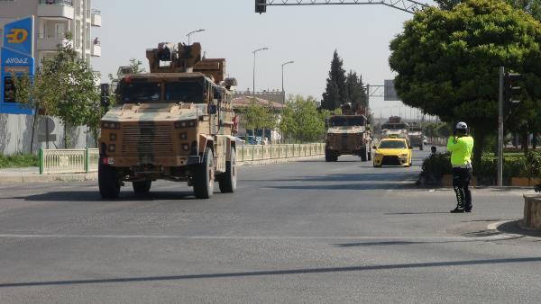 Suriye sınırına komando ve zırhlı araç sevkiyatı