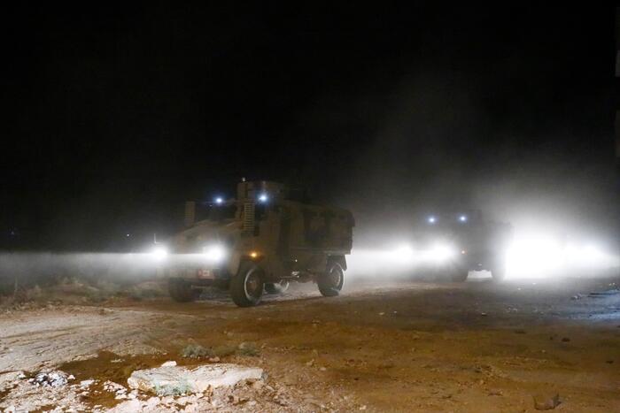 Türkiye Suriye'nin doğusuna kara harekatına başladı !