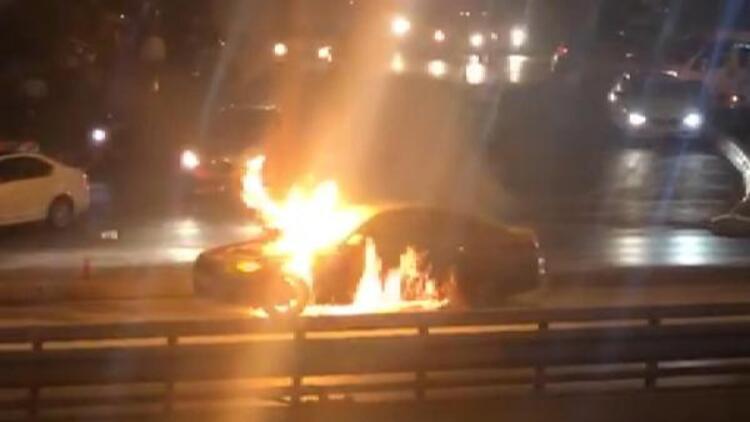 İstanbul trafiğini kilitleyen olay ! Alev alev yandı