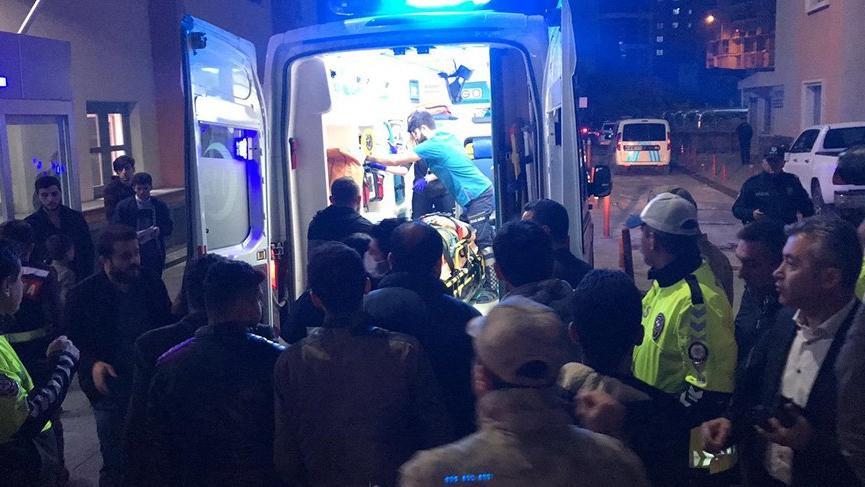 Askeri araç devrildi: 3'ü ağır 7 yaralı