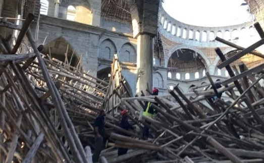 Çöken cami inşaatında endişeli bekleyiş