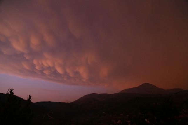 Türkiye'de nadir görülüyor... Memeli bulutlar Hatay'da ortaya çıktı
