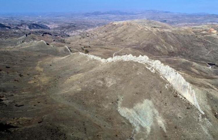 Sivas'ta doğal Çin Seddi bulundu