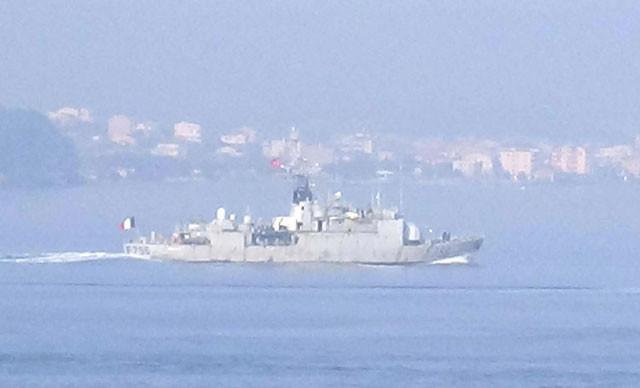 Fransız savaş gemisi Boğaz'dan geçti
