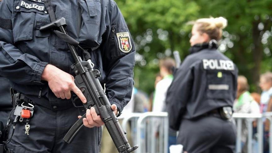 Almanya'da bir Türk avukat ''casusluk'' suçlamasıyla gözaltında