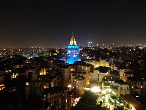 İstanbul'un simgeleri, çocuklar için maviye büründü