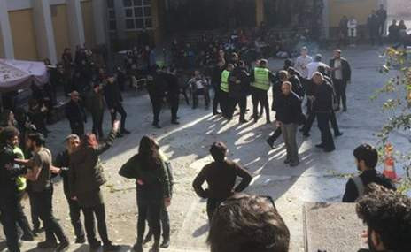 Ankara Üniversitesi'nde sağcı ve solcu öğrenciler birbirine girdi