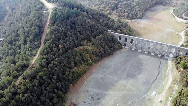 İstanbul'da ''susuzluk'' alarmı! Barajların dibi göründü!