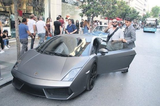 Berkay Şahin yeni arabasıyla ağızları açık bıraktı