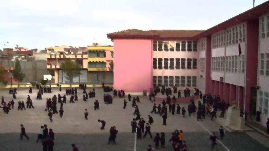 Vicdanları yuhaladılar! Okulda otizmli öğrenci protestosu