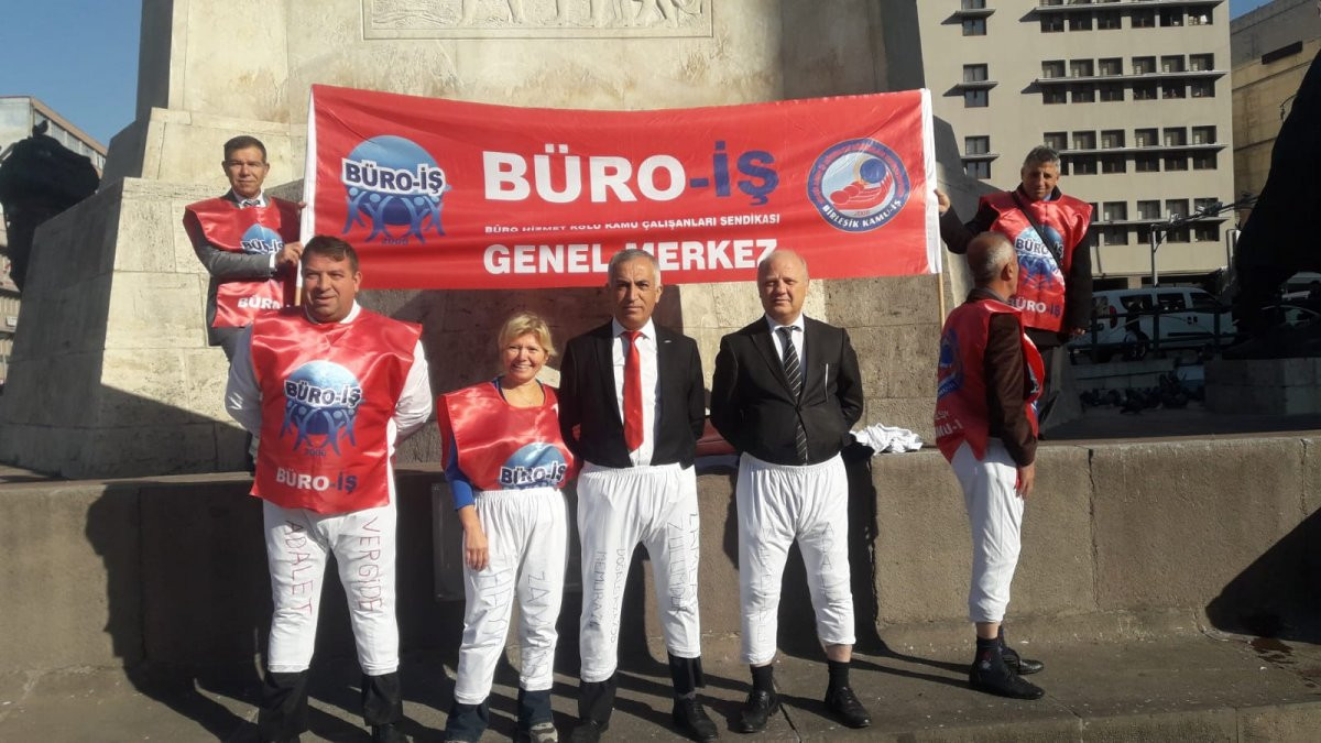 Bütçeyi ''don'' giyip protesto ettiler!