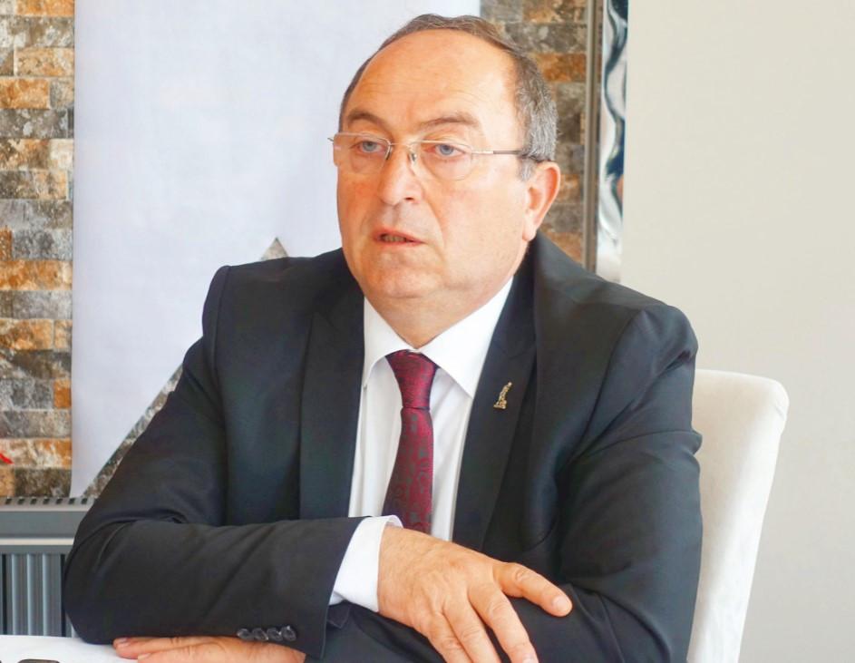 CHP'li başkan tasarrufla AK Partili başkanın borcunu ödedi