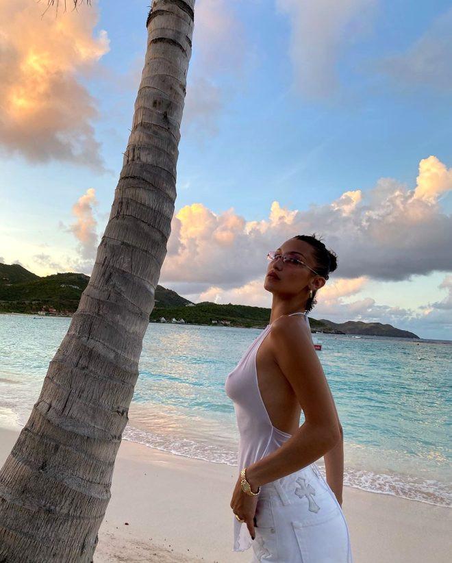 Bella Hadid transparan kıyafetiyle yürek hoplattı