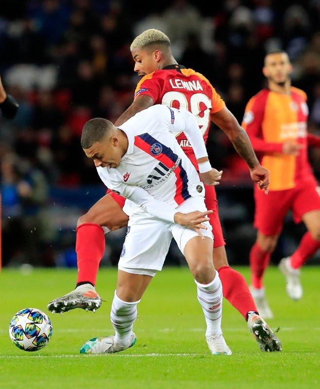 Galatasaray resmen dibi gördü
